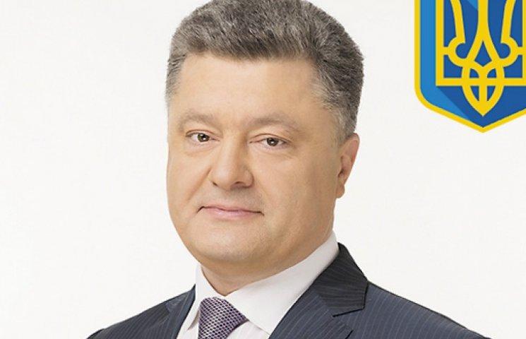 Инаугурация Порошенко: почетный караул удержал двери, но уронил оружие
