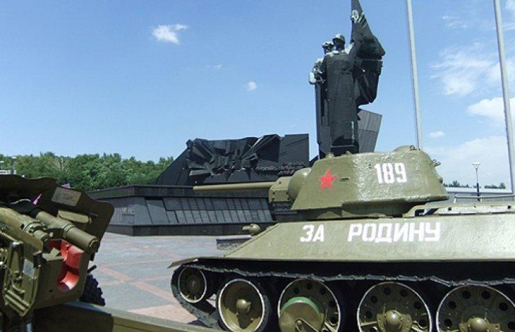Террористы в Донецке требуют все танки и артиллерию из музея