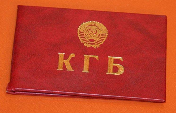 Бывших коммунистов и чекистов могут лишить госслужбы