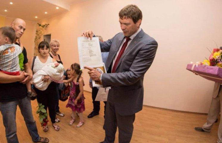 Царев выдал свидетельство о рождении «первой гражданки ДНР»