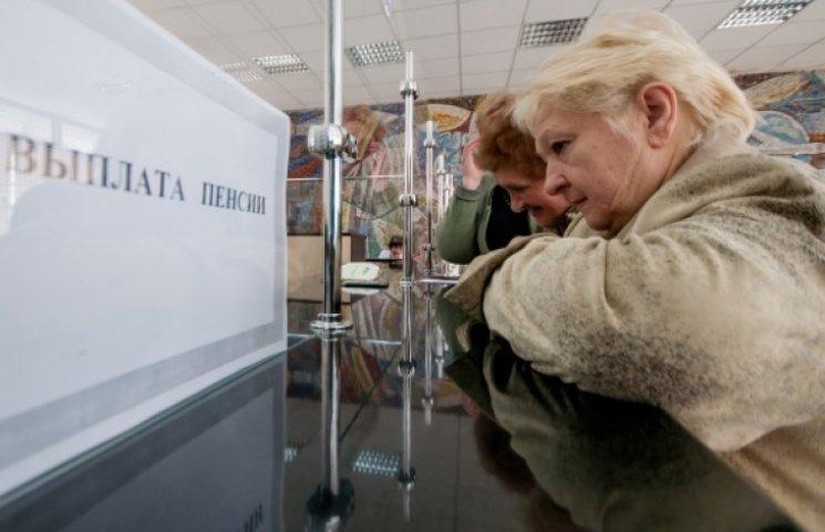 Донбасс остался без пенсий и зарплат - боевиками захвачено казначейство