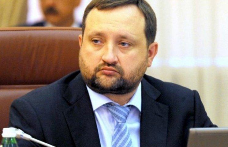 ГПУ оставила Арбузова без облигаций на более чем $2 млрд