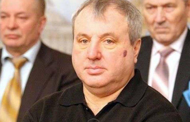 Конституционный судья Януковича написал заявление об отставке