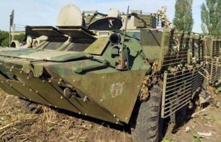 Аваков показал захваченный БТР боевиков - с печатью РФ в учетной книжке