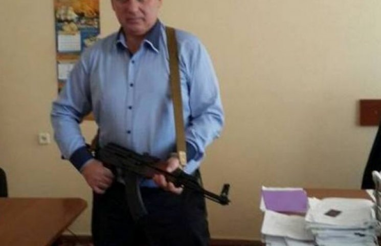 Вице-губернатора Николаева подняли на смех из-за фотосессии с автоматом