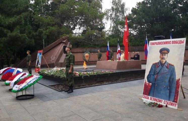 В День скорби в Крыму начали прославлять Сталина