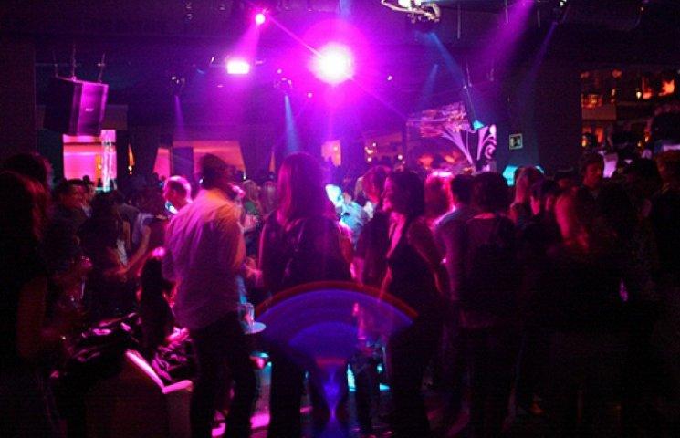 Женщины развлекаются в ночных клубах фото 768-836