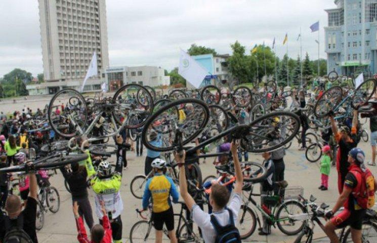 Велосипедисти Сум повернулися до влади спиною (ФОТОФАКТ)