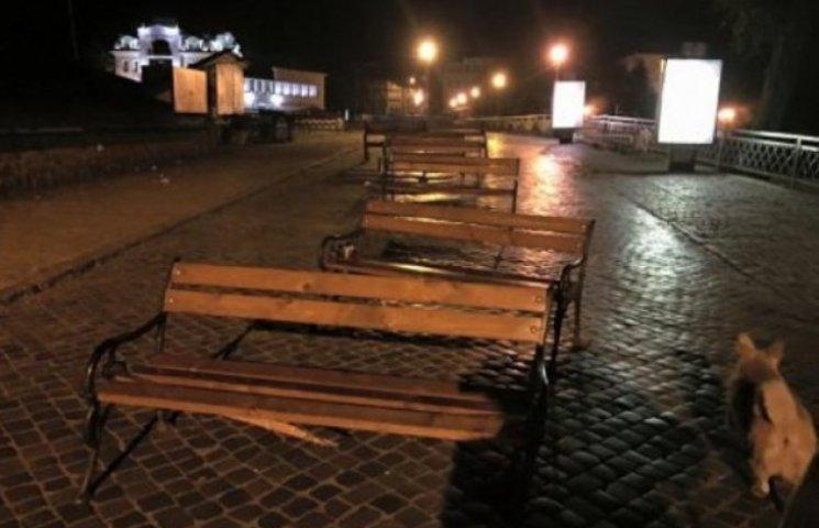 Вночі вандали понівечили історичний центр Ужгорода (ФОТОФАКТ)