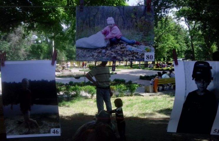 У Дніпропетровську відкрили виставку фотопортретів дітей-переселенців (ФОТО)