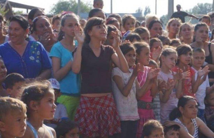 Погорєлов привітав малих ромів із Днем захисту дітей