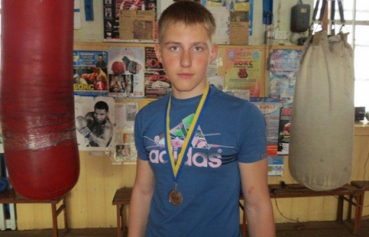 Вінницькі боксери перемогли у юнацькому чемпіонаті України