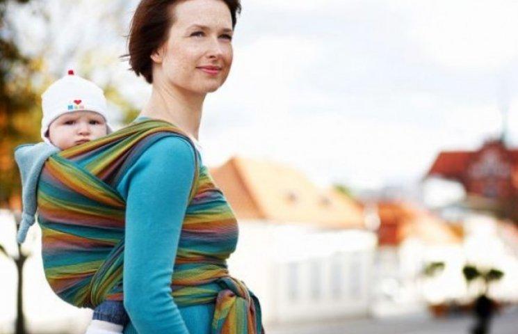 В Ужгороді мам вчили, як носити своїх дітей