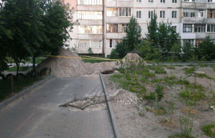 """""""Євродвори"""" по-сумськи: мерія кладе нову плитку на старі труби (ФОТОФАКТ)"""