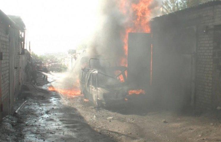 У Харкові згоріли гаражі з бензином - є постраждалі (ВІДЕО)