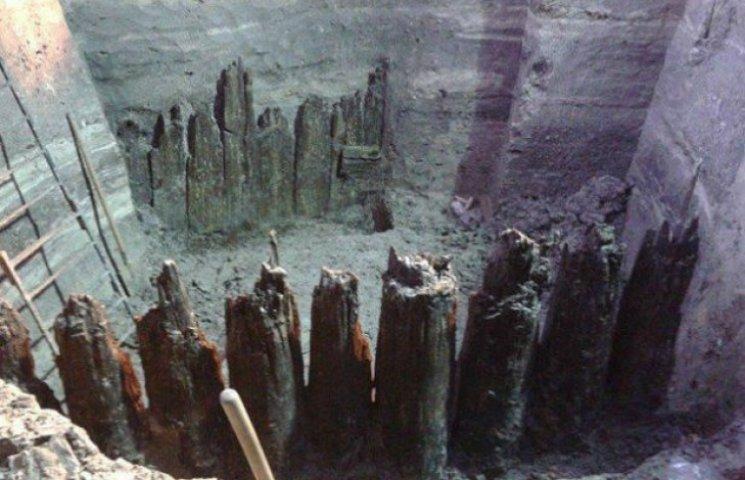Стародавню вулицю, знайдену на Поштовій площі, реставрують за 334 тис грн