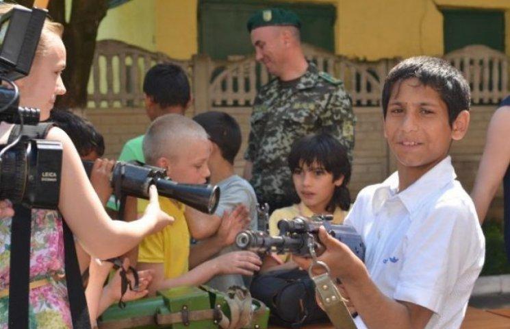Вихованці Часлівецької школи-інтернату бачили, як працюють прикордонники (ФОТОФАКТ)