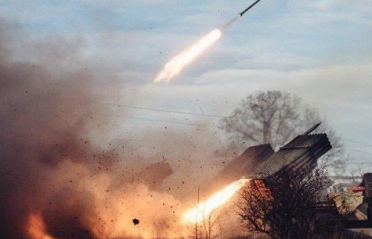 """Бойовики обстріляли з """"Градів"""" позиції військових в районі Дебальцевого: спалена техніка"""