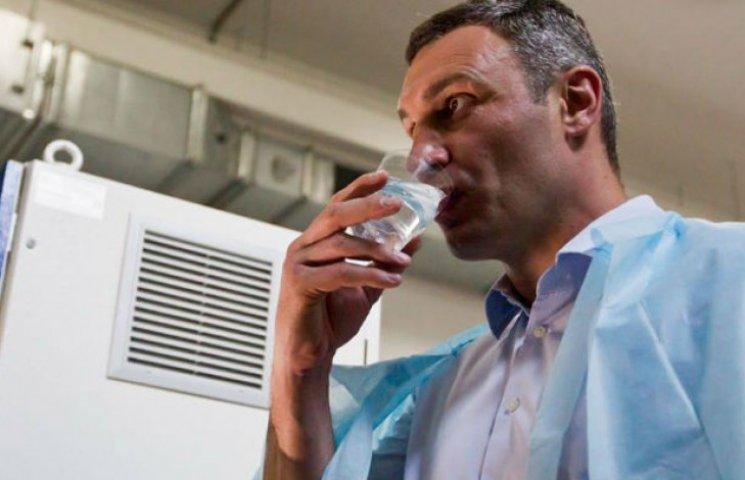 Кличка напоїли водою з-під крану (ФОТО)