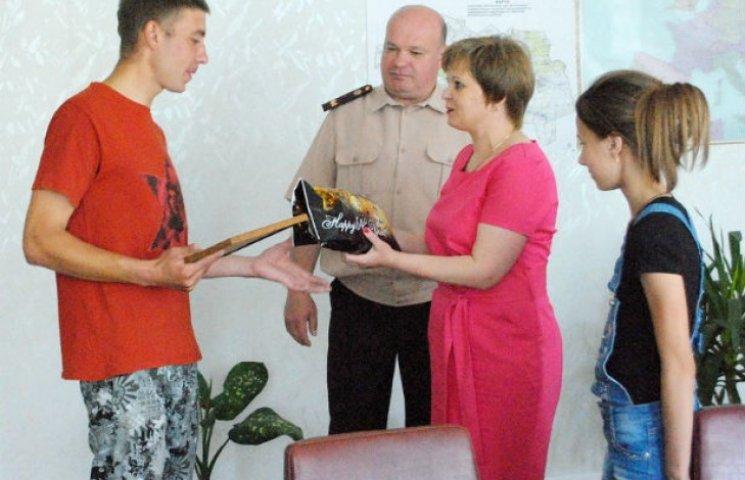 На Сумщині нагородили рибалку, який врятував життя дитині