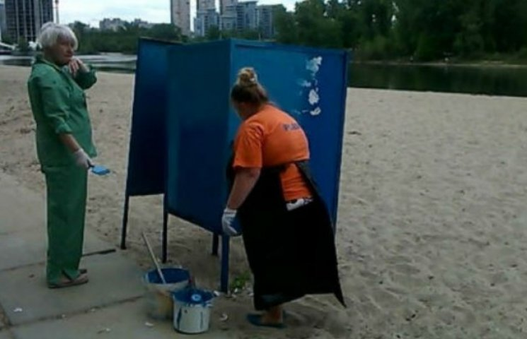 Купальний сезон у розпалі, а у Кличка тільки зібралися встановлювати душові на пляжах
