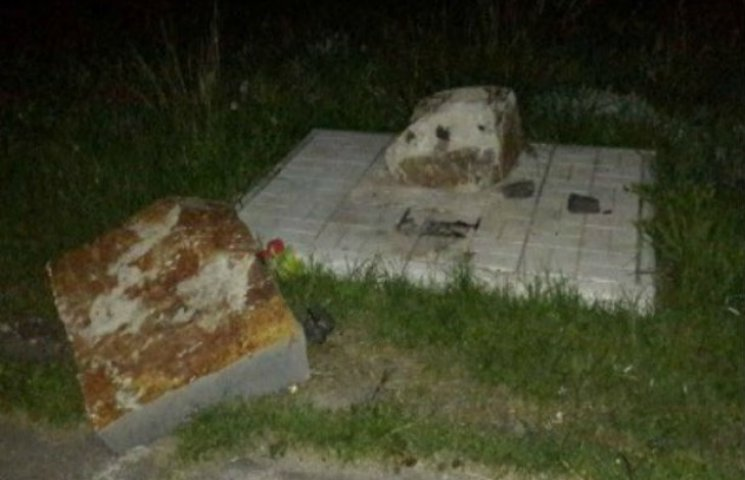 У Сумах познущалися над меморіалом Небесної Сотні (ФОТОФАКТ)