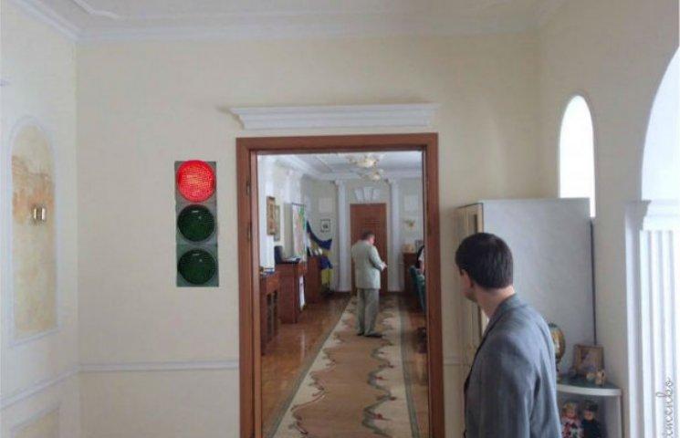 Сумчани пропонують удосконалити кабінет мера світлофором (ФОТОФАКТ)