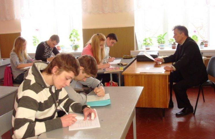 Для школярів із зони АТО запровадили додаткову сесію ЗНО
