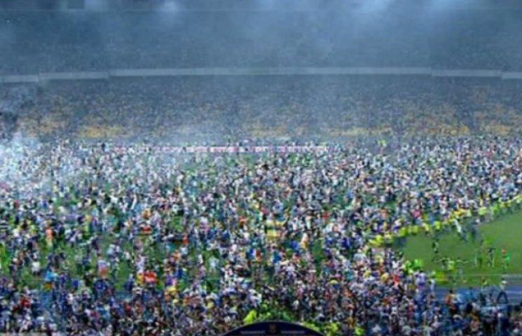 Як потрібно карати фанатів за жлобство на стадіоні