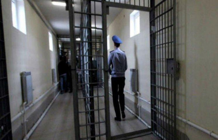 На Сумщині засудили працівника СІЗО, який продавав марихуану арештованим