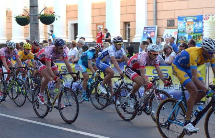 Міжнародні велозмагання у Вінниці виграли столичні спортсмени