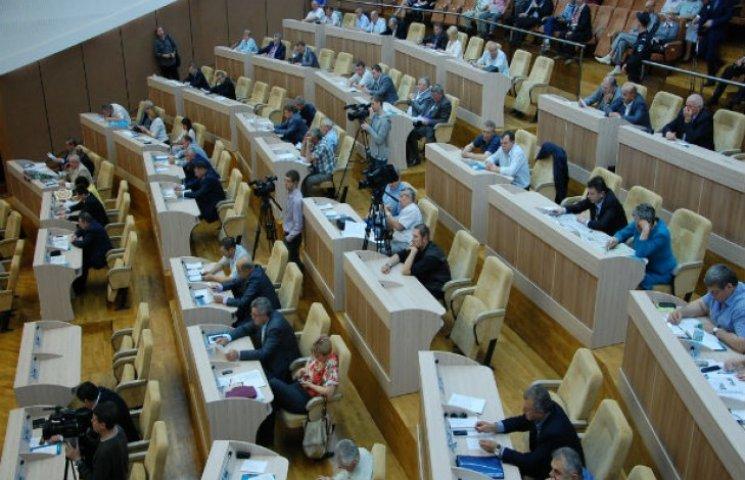 Лише один зі ста обласних народних обранців спрямував депутатські кошти на підтримку боєздатності української армії