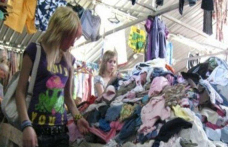 У центрі Сум хочуть закрити ринок через безлад і сміття