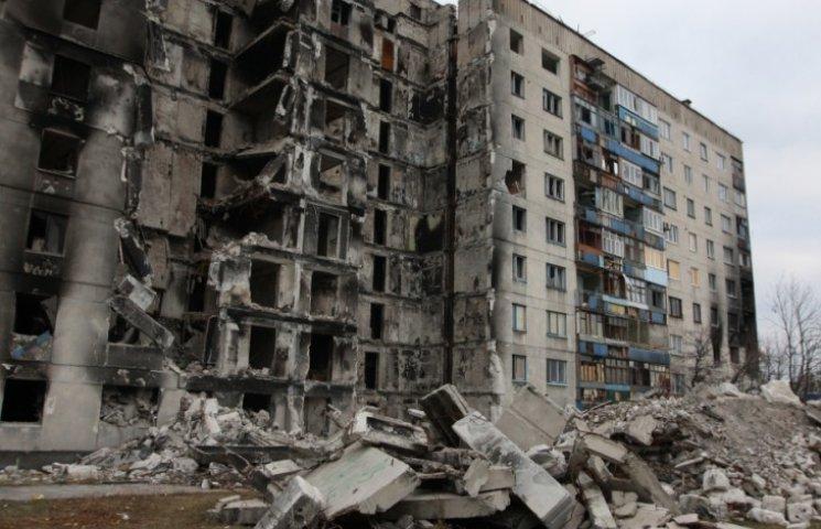 У Лисичанську мешканці зруйнованого обстрілами будинку вимагають компенсації (ВІДЕО)