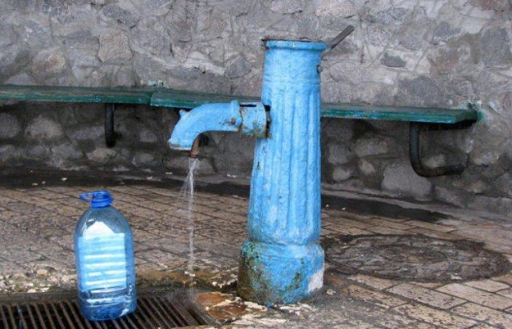 У столичних бюветах значно погіршилася якість води
