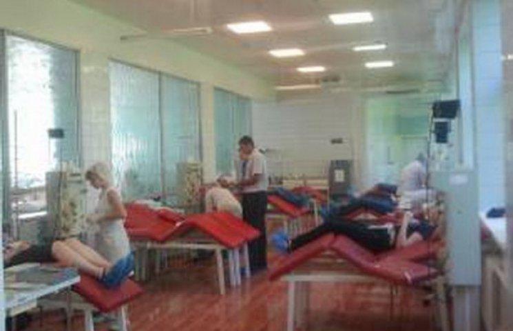 Дніпропетровські тюремники організовано здали кров для поранених в АТО (ФОТО)