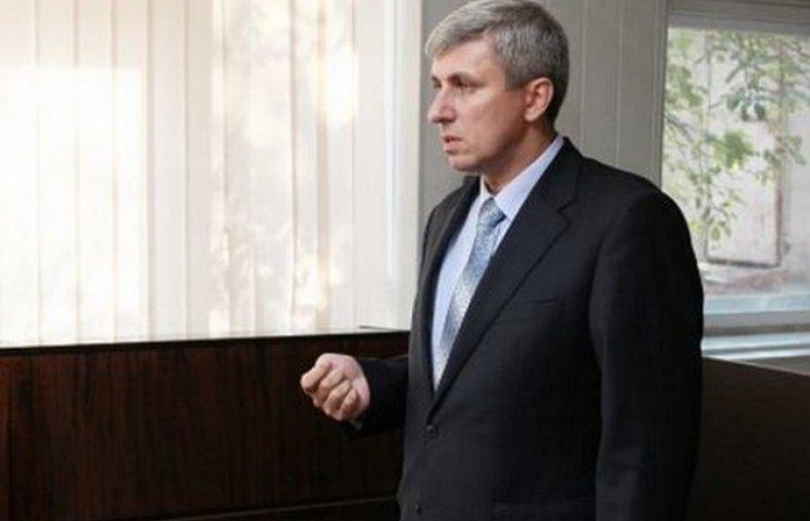 """Нардеп від """"Опоблоку"""" на засіданні ВР вів СМС-листування щодо купівлі зброї (ВІДЕО)"""