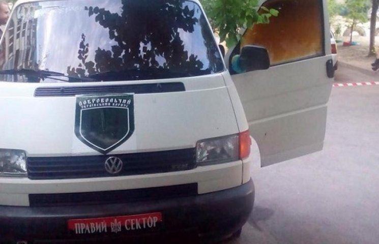 """У Дніпропетровську підпалили подароване волонтерами авто """"Правого сектора"""""""