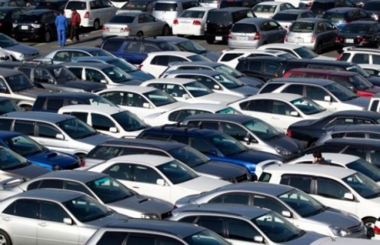 """На Закарпатті власникам авто на іноземних номерах видали кількасот """"липових"""" довідок"""