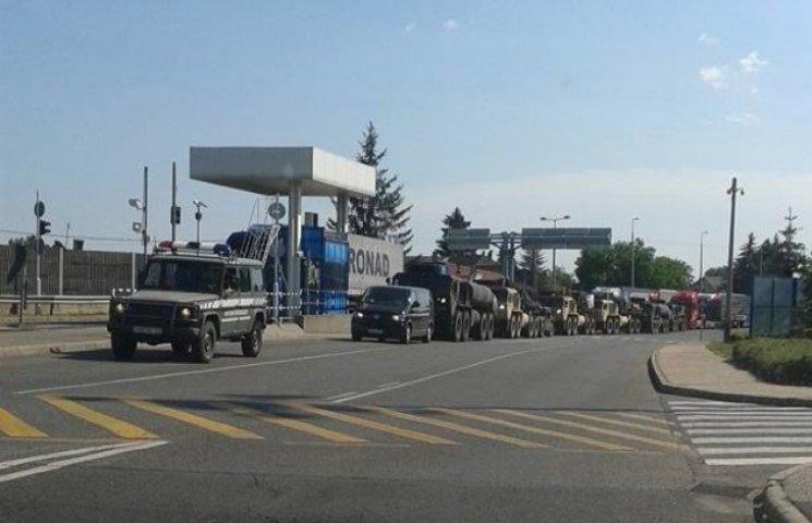 Колона військової техніки з Угорщини заїхала в Україну – прикордонна служба