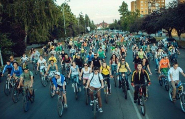 Велоінфраструктура в Ужгороді починається та закінчується кількома велопарковками (ВІДЕО)