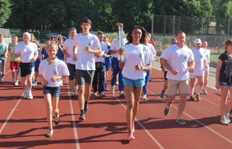 """Відкриття перших Європейських ігор вінничани відзначили """"забігом в колі олімпійців"""""""