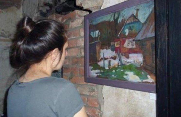 У старовинному замку Закарпаття відкрили виставку молодих художників (ФОТО)