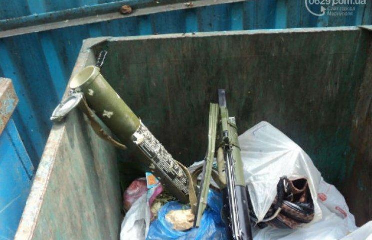 Мешканці Маріуполя знайшли гранатомет у сміттєвому баку (ФОТО)