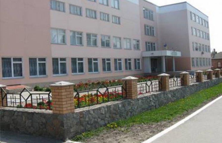 Учбовий заклад на Сумщині змусили заплатити студентці-сироті 14 тисяч гривень заборгованої стипендії