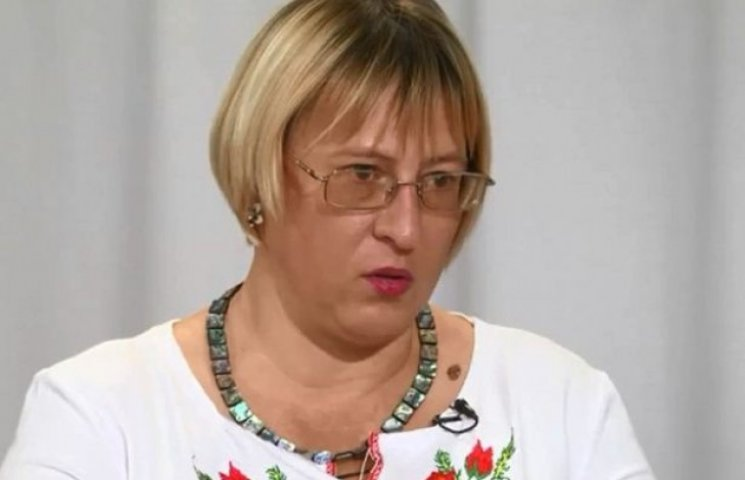 """Луганська письменниця про """"ЛНР"""": перепустки в Україну мають бойовики і вільно пересуваються"""