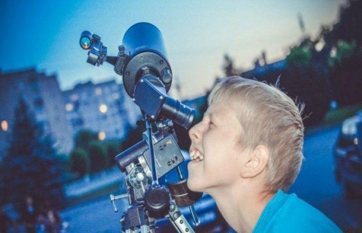 У Шепетівці діти захопилися астрономічними спостереженнями