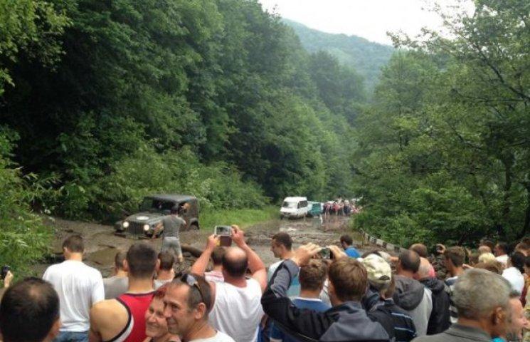 У гірському районі Закарпаття зійшли селі (ФОТОФАКТ)