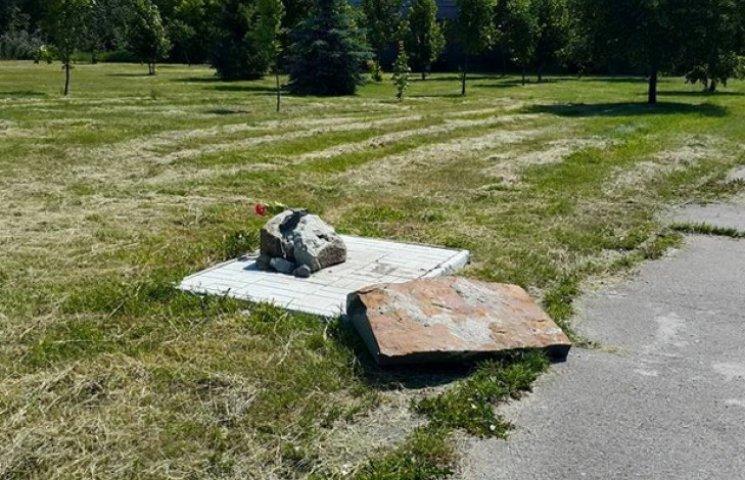 Сумські вандали вчергове зруйнували меморіал Небесної Сотні (ФОТОФАКТ)