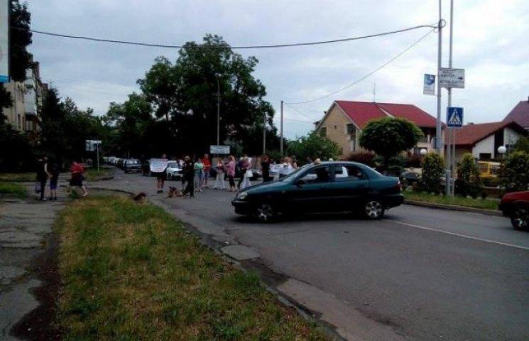 В Ужгороді протестувальники перекрили дорогу